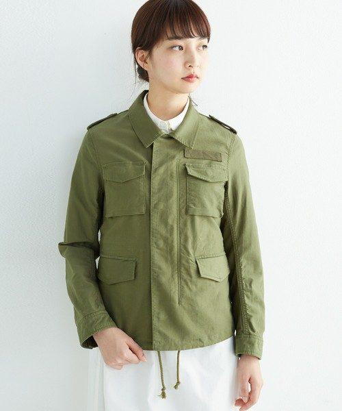 元々アメリカの空軍用に開発されたたミリタリージャケットが次第に一般の人々に広まった経緯があり、日本でも古着屋さんに行くと様々なデザインのミリタリージャケットが置いてあります。