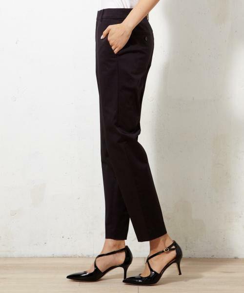 パンツの丈は、パンプスや革靴に合わせても長すぎず、ちょうどいい女度高めな9分丈。お家でも気軽に洗えます。