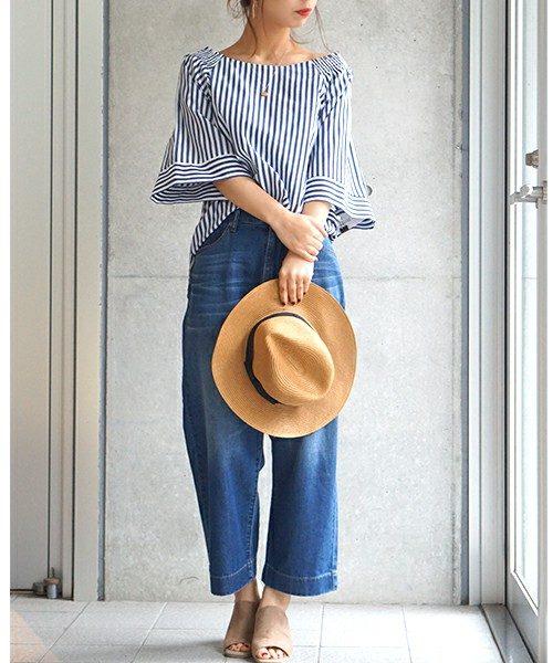 でも、ちょっとしたコツを掴めば大丈夫!袖部分がお花の花びらのようにふんわり広がるシンプルなデザイン。丈も短めのものを選べば、普段使っているデニムやスカートにそのまま合わせられてとっても便利な1枚です!!