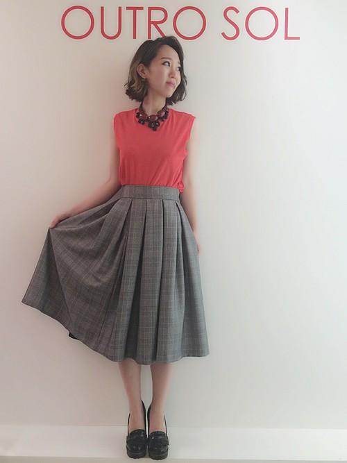 お洒落なグレンチェックのスカートです。前身頃全体にボックスがあるので、綺麗なシルエットになっています!