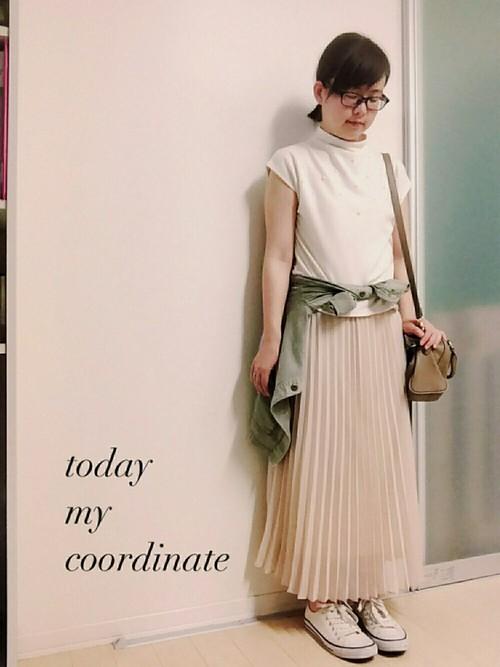 女性らしいプリーツスカートにも合わせられるGUのスニーカー!パンツスタイルだけじゃないから優秀なんです♡