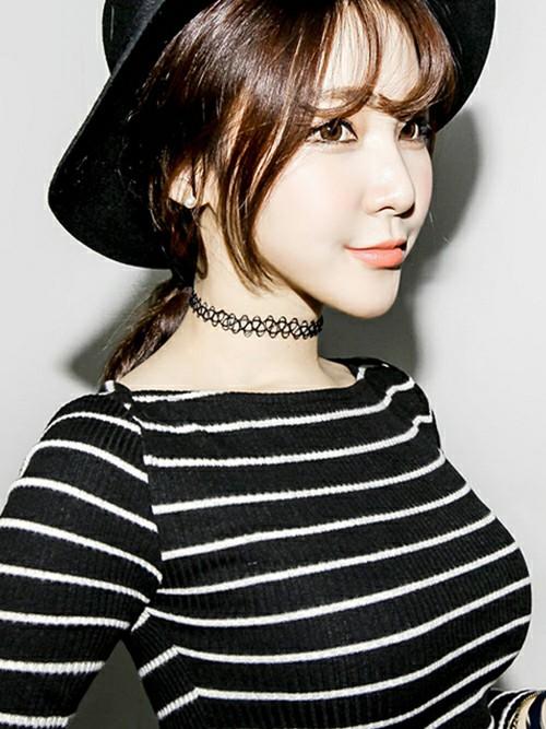 フワフワとカールした前髪は実は韓国人女性の命!ソウルでは大流行のスタイリングですが、日本人女性にもピッタリな可愛らしいヘアスタイルです。