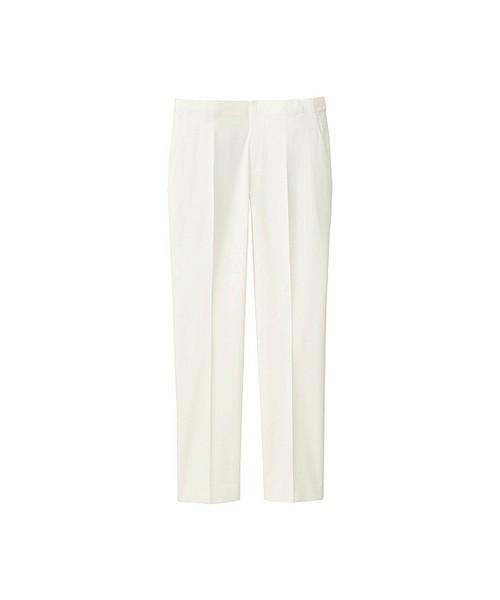白のパンツを選べば、たちまち春っぽく爽やかに!プチプラブランドのものを選べば汚れも気にせず履けますね♪特にセンタープレスのものをひとつ持っていると、それだけできちんと感を出せますよ。