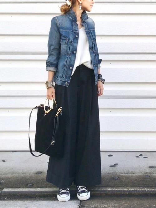 着丈が長めのコンパクトサイズのGジャンは、大人の雰囲気で着こなせるアウターとなりますね。