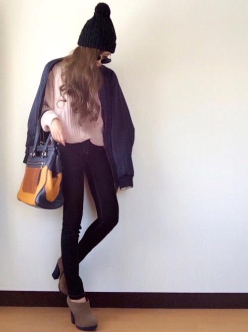 パーツごとに生地の色が変わり、個性的なトートバッグですね。シンプルコーデにぐっとおしゃれ感をプラスしてくれます。