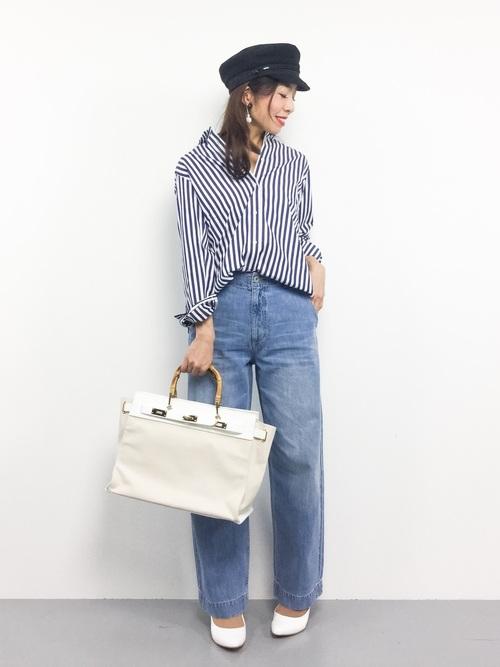 抜け感のあるシャツにワイドジーンズや小物使いで爽やかな大人のこなれ感のあるマリンスタイル!