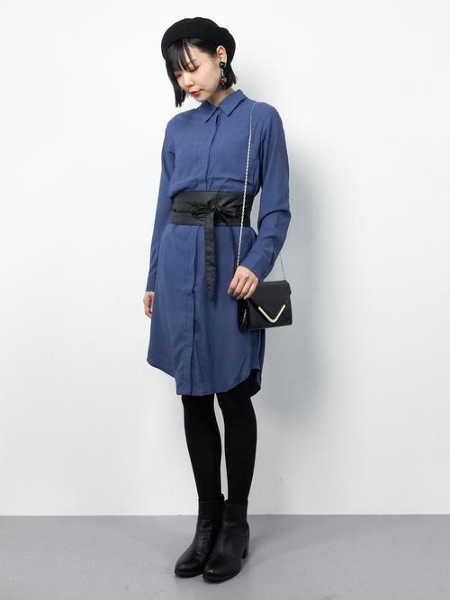ブルーのさわやかなビッグシルエットシャツ。ブラックのサッシュベルトできちんと感のあるワンピースへ変化しましたね。