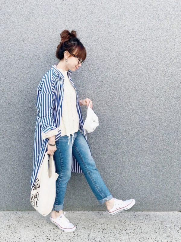 ストライプシャツワンピースを使ったコーデ。爽やかなストライプのシャツワンピースは、アウターがわりに着こなすとお洒落に。ベーシックスタイルに合わせるだけで、個性のある装いが楽しめます。