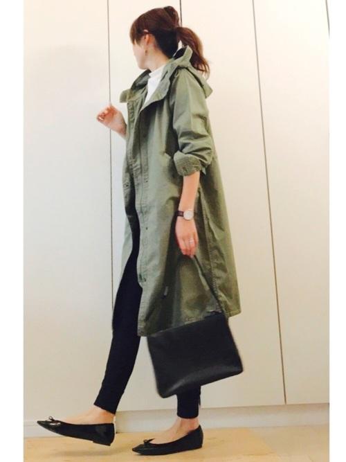 肌寒い朝の通勤時にサラッと羽織るといい感じに♪GUのライトモッズコートは、とにかく軽くて着やすいと評判ですよ!