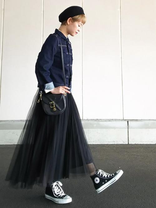 ◆URBAN RESEARCH ROSSO チュールスカート  甘さを抑えた大人のブラックチュールスカートを春の定番デニムジャケットに合わせたスタイルです。ジャケットはきれいめを選んで、足元はコンバースの黒でつなげるのがポイント♪黒のチュールスカートならテーラードジャケットなどに合わせたシックな着こなしも可能です。