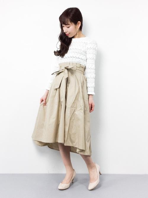 立体感のあるバルファス編みが魅力的なレーストップス。体にフィットしていて女性らしく着こなせる1着ですね。