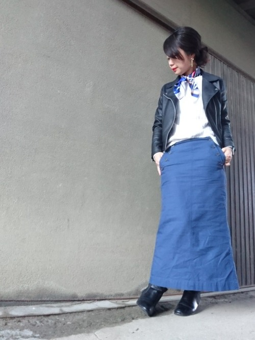 春のアウターとしてライダースジャケットをお持ちの人も多いのでは?春っぽく女性らしいボトムス&ワイドリブセーターを着て、ぜひ甘辛MIXに挑戦してみてください♡