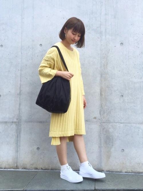 ワンカラーのワンピーススタイルはやっぱりオシャレ!シンプルなのにかなり個性派に。