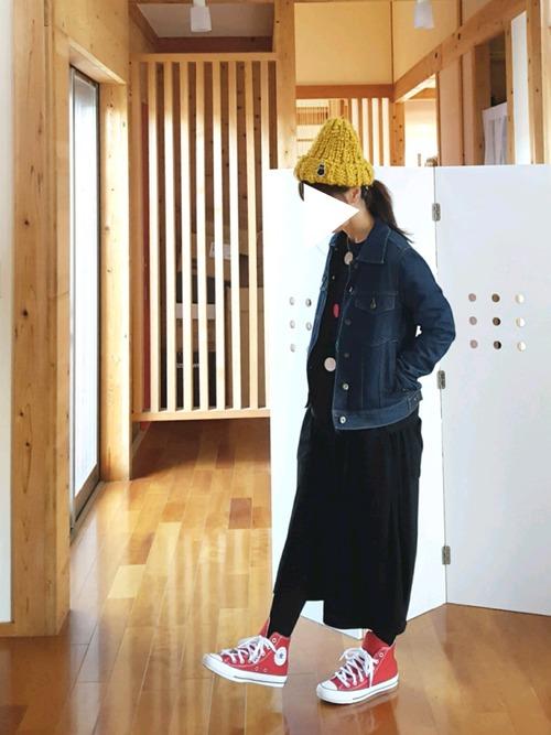 イエローアイテムの初心者さんには、帽子など小物から始めてみるのもオススメ。ちょっとした飾り感覚でイエローを取り入れてみて♪