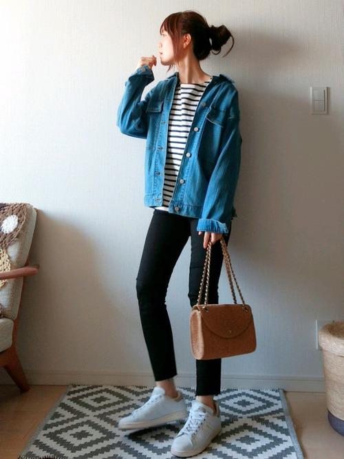全てカジュアルな洋服を選択して、ブルゾンやスキニーパンツの体の線を出した服がスタイルをよく見せます。