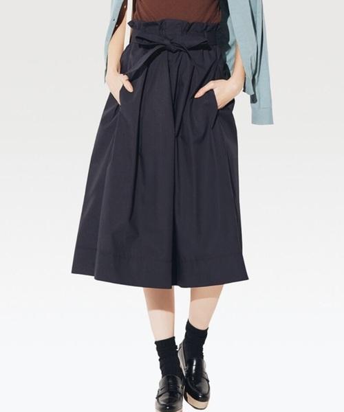 ユニクロの春のスカート。ハリのある生地感が上質なスタイルを生み出してくれています。ソックスにシューズを合わせて履くとラフな印象に。パンプスと合わせると、エレガントな雰囲気に♪コーデの幅が広いデザインなので、すごくおすすめです。