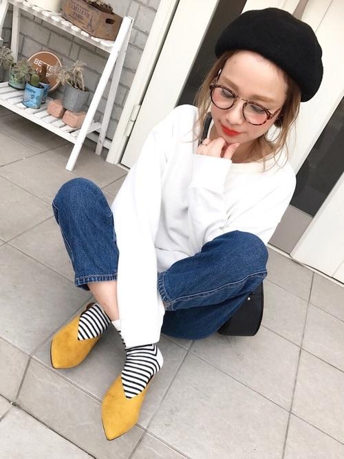 シンプルなバブーシュは、靴下と組み合わせる事で色々なコーディネートを楽しむ事が出来ます♪素足で大人カジュアルに着こなしたり、ボーダーと合わせてフェミニンな雰囲気を楽しんだりと、その日の気分に合わせて楽しめますね♡
