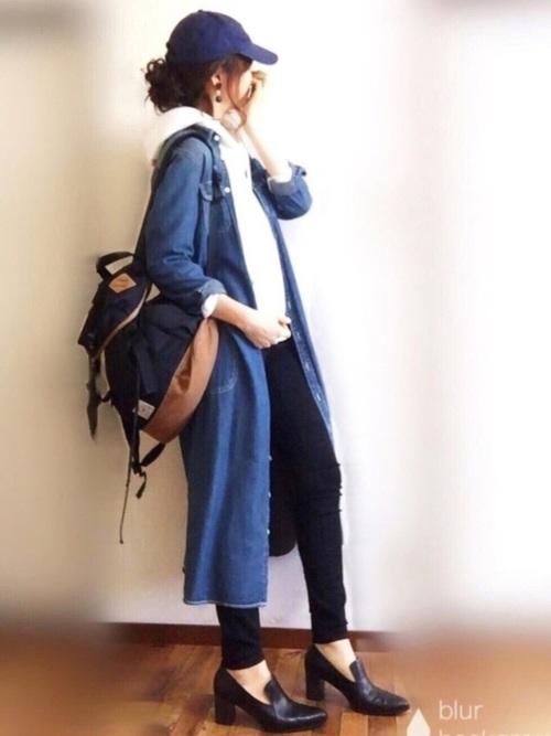 カジュアルにシャツワンピをコート代わりに着用。カジュアルな中にもパンプスで女らしさを強調しています。