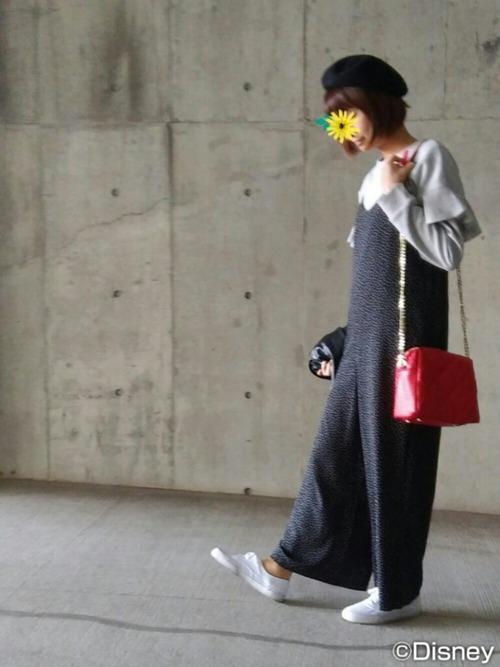 ◆フリルスリーブプルオーバー ¥1,490  フリルが肩口ではなく袖の途中にあるので、サロペットを着るときにバランスよく決まるプルオーバー。落ち着いたカラーが人気です。派手すぎないフリルが見る人の視線を上げてくれるため、スタイルアップ効果も◎