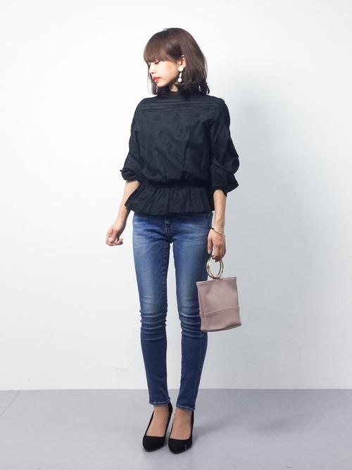 スタンドネックのレースブラウス。レトロな雰囲気を演出できる1着です。ジーンズと合わせてカジュアルなコーディネート!スカートとも相性抜群です。