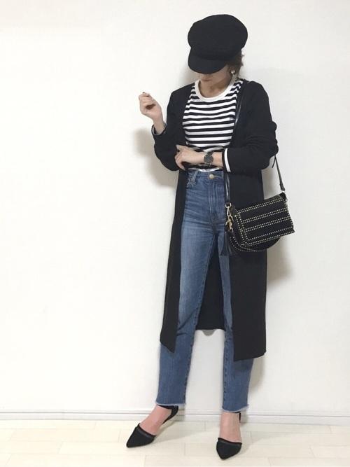 全身にブラックを取り入れて、大人っぽい落ち着き感のあるコーデ。合わせやすいブラックのキャスケットは定番アイテムにいかがですか?