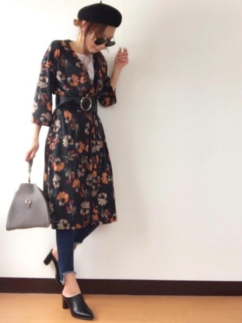 流行のサッシュベルトでワンピ風にアレンジしたスタイルです☆甘めになりがちな花柄もブラックのサンダルと帽子で引き締めてかっこいい着こなしに♪