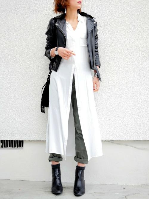 ロングのトップスは、その丈の長さを利用して、デザインによっては何通りもの着こなしを楽しむ事が出来るんです。こちらは、そのまますとんと袖を通して着ただけのスタイルです。