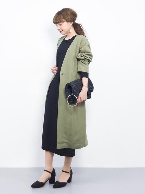 ワンピースやロングジャケットは縦のシルエットを作り出してくれ、スタイルアップに欠かせないアイテム。シンプルコーデが好きな人には特におすすめです。