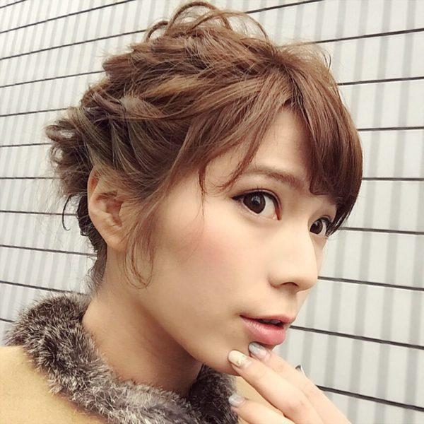 編み込みに馴れている人は、ショートヘアでもその技を披露できるはず♪サイドを編み込むだけでも、雰囲気がガラリと違います。