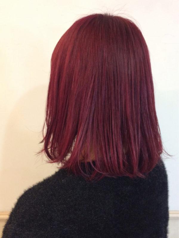 優しい赤がどこか懐かしく温かみのあるカラーリングは、チャレンジしやすい色味ですよ!