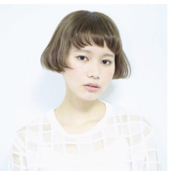 モードな雰囲気漂うヘアスタイル。個性的なバランスが輪郭にぴったり合って、どんなファッションもおしゃれにしてくれそう。
