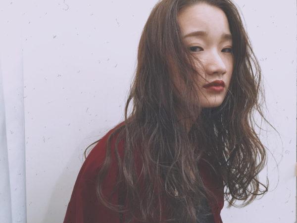 やわらかい髪質の人におすすめのアレンジ。くせ毛の人ならパーマも無しでクリームなどでしっとり仕上げるのがおすすめ。ストレートの人は、髪の硬い人はパーマをかけたり巻くのがおすすめです。