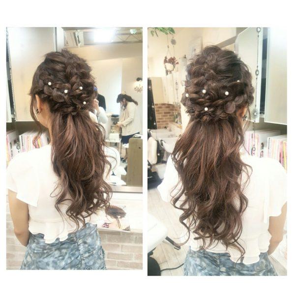 清楚感たっぷりのハーフアップは、お呼ばれヘアでも人気なスタイル。編み込みやカールのアレンジで楽しむ人も多いので、よりあなたらしいスタイルにするには美容師さんと要相談ですね♡