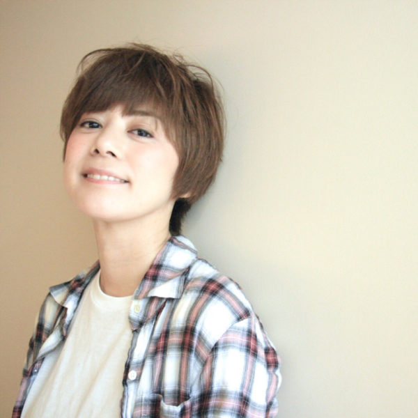 かっこかわいい少年のような雰囲気も感じるショートヘア。顔回りがきちんと見えるのでさわやかです。
