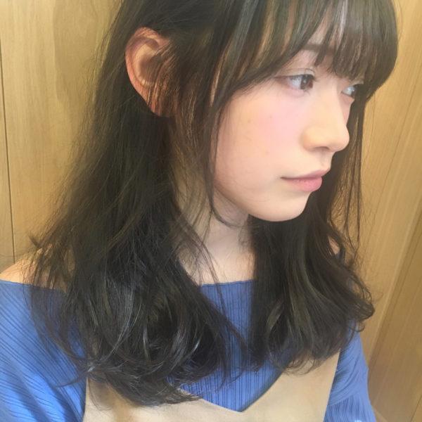 やんわり耳かけで後れ毛のナチュラルさもアピール☆その自然な髪型がふんわり感をより誇張させます。