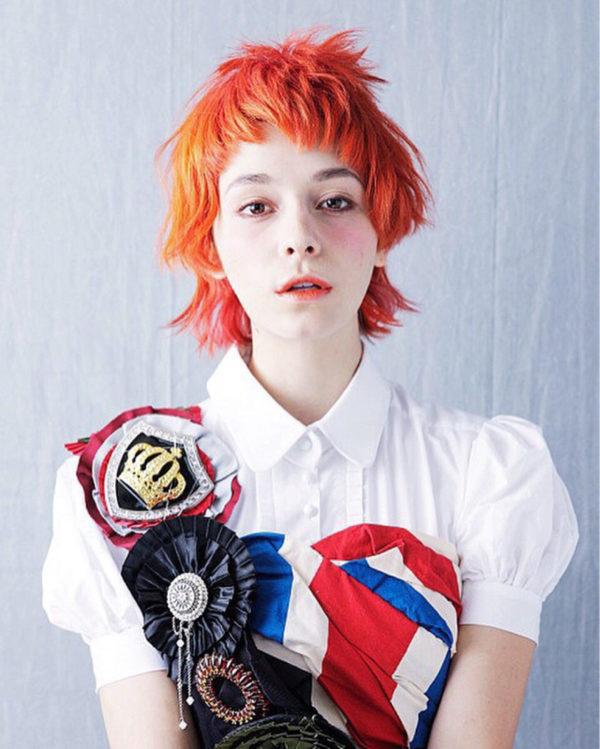 赤オレンジ系のヘアカラーが綺麗で、まるでアニメの世界から現実に飛び出してきたキャラクターのようなヘアスタイルですね!