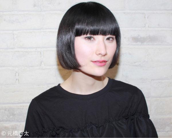 あえてカラーリングをしない黒が美しい髪色!お洋服だけでなく着物にもマッチする黒髪は日本人らしい奥ゆかしさを引き出す色です。