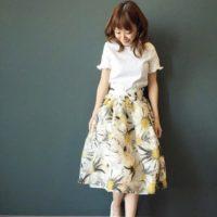 春の華やかさあふれるコーデならフラワープリントのスカートで♪