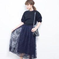 爽やかな春の日差しに映えるブルー系のスカートで女子力アップ♡
