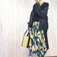 ファッションで春を表現!あなたの個性が目立つ派手柄スカート