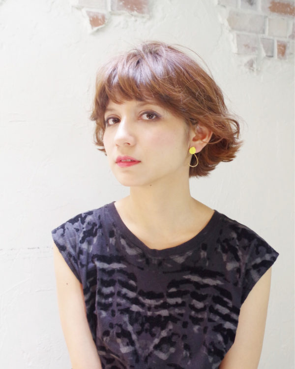 30代女子にオススメの大人ボブスタイルにイメチェンはいかが?前髪を後方に流すようにセットして、爽やかに☆
