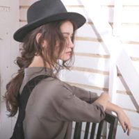 春夏におすすめ♡帽子をおしゃれに見せるおすすめのヘアアレンジ♪