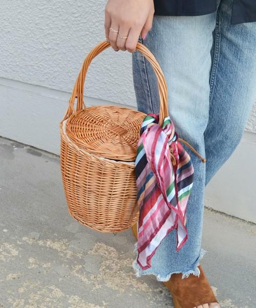 [SHIPS for women] Khaju:ラタンバケットバッグ◇  8,964円  こちらはSHIPS for womenのかごバッグです。暗すぎず明るすぎない絶妙なカラーが、高見えするアイテムです。ちなみにこちらもスカーフ付きで、スカーフの色はこちらの他にカモフラ柄がありますよ。