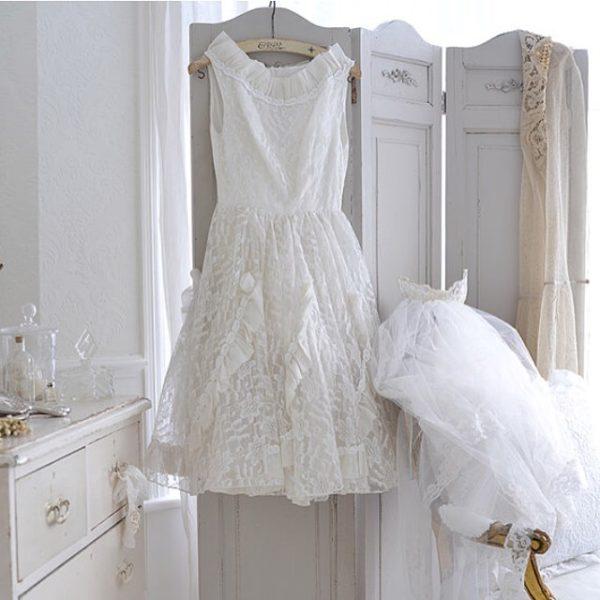 フォトジェニックなドレスはいっそのことインテリアとして飾ってみるというのもいかがですか?お気に入りの可愛いドレスがいつも目に入ることで、自然と美意識もアップしそうですね♪