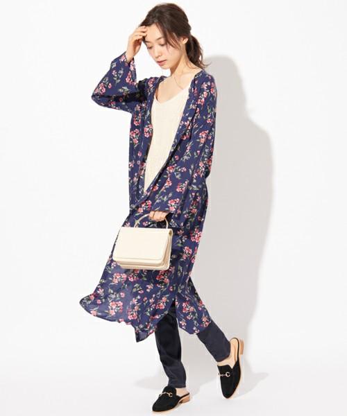 [CIAOPANIC TYPY] フラワー2WAYワンピース  7,452円  ネイビーがとても上品で、甘すぎない花柄がオトナ女性にぴったりです。レーヨン100%で夏でもさらっと羽織れるため、これからの季節にぴったり!バレエシューズなどのフラットシューズとも相性がいいですよ。