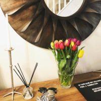 オシャレ感もアップ♪インテリアにお花をプラスして、より素敵でリラックスできる空間作りを♡