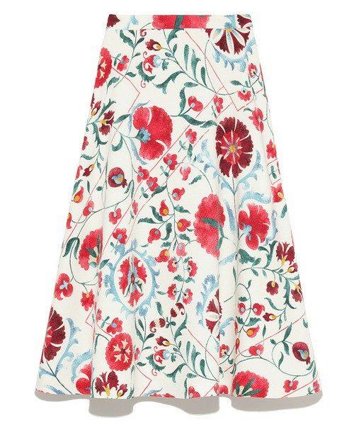 古い映画に出てきそうな、エキゾチックな柄のスカートはメイン使いとして大活躍するアイテムです!
