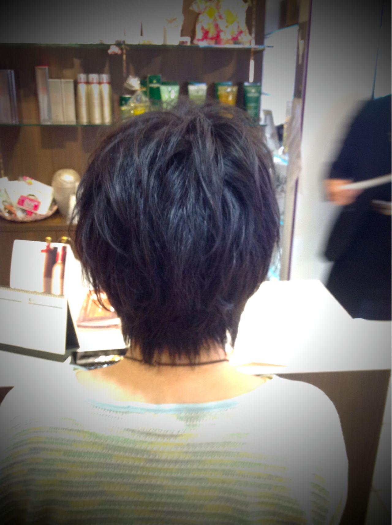 大人しいイメージが黒髪にありますよね。ですが、レイヤーカットを入れると、カジュアルにもなれるんです!