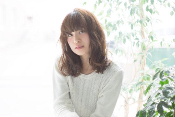 若見え効果のある重め前髪で大人可愛く♡女性らしい柔らかな印象で、こなれヘアの完成☆