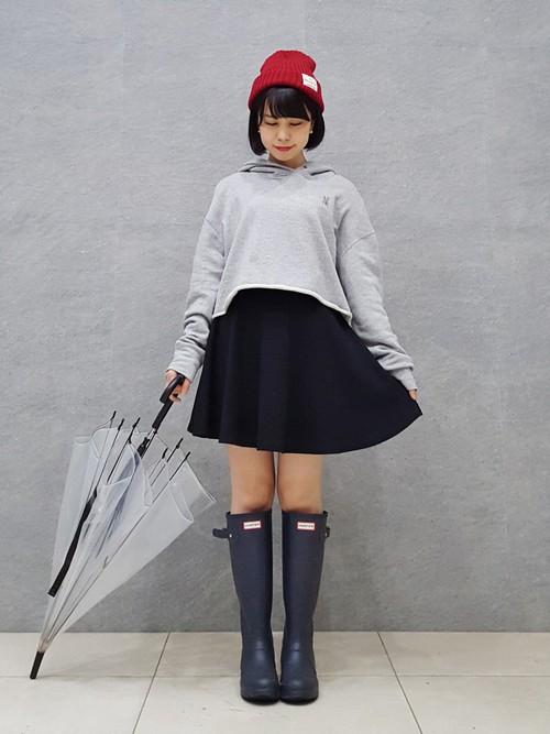 お洒落レインブーツといえば「HUNTER」のオリジナルトールが有名ですね。雨の日の足元を誇らしく演出できます。サイドアジャスタブルのディテールもカッコよくて最早、機能性よりファッション性が優先されて雨の日のファッションとして、欠かせない逸品に位置づけられています。